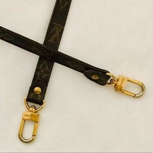 Louis Vuitton / Classic Monogram Shoulder Strap